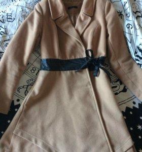 Пальто элегантное