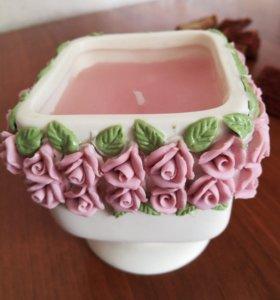 """Подсвечник """"ваза с розами"""" со свечой."""