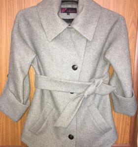 Пальто осеннее.