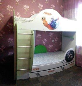 двухъярусную кровать,