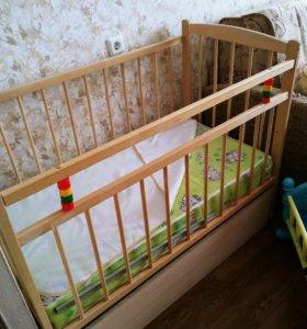 Кроватка детская с ортопедическим матрасом.
