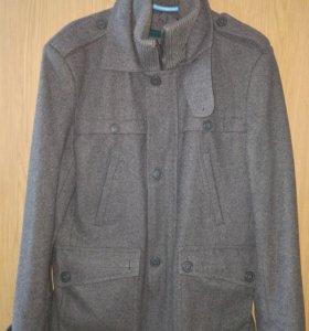 Мужское пальто, смотрится стильно