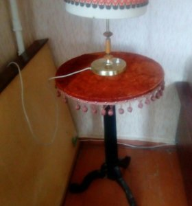 Антикварный столик под телефон