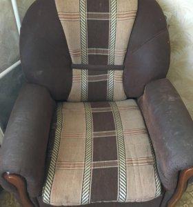 Два кресла.торг уместен.