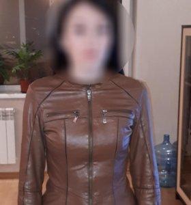 Красивая приталенная курточка