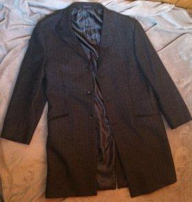 Серое шерстяное пальто в ёлочку
