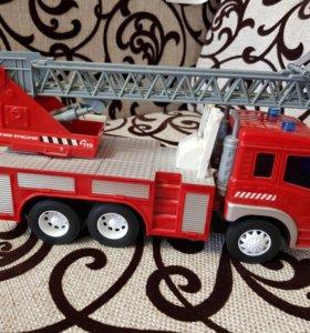 Машина пожарная новая стоит без надобности