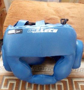 Защитный шлем Leco.