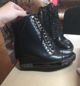 Новые ботинки на танкетке 40р
