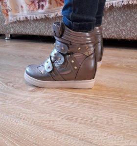 Классные кроссовки для девочки