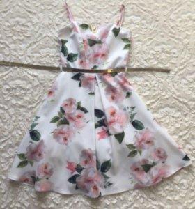 Платье красивое, нежное