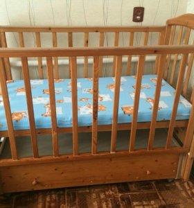 Детская кровать с маятником