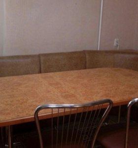 Кухонный уголок со столом и 3 стульями