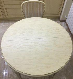 Итальянский столик и 4 стула.