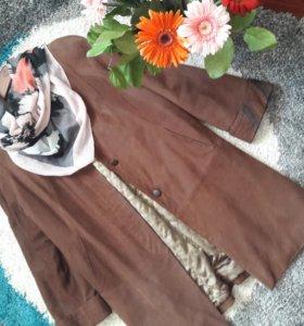Демисезонное кожаное пальто на размер 48-50