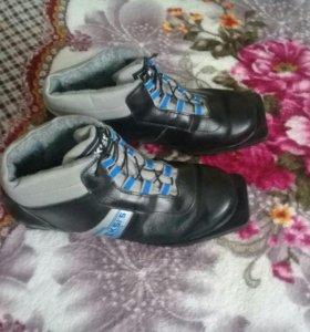 Лыжные ботинки р.42