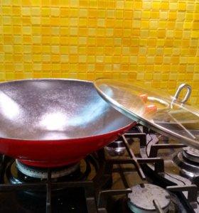 Сковорода вок Bodum 37 см чугунная с крышкой
