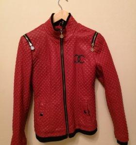 Курточка стеганая из кожзама