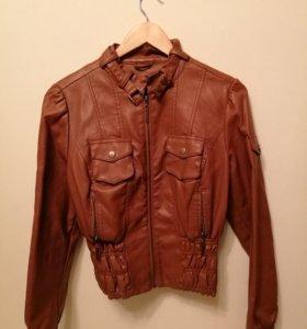 Укороченная куртка из кожзама