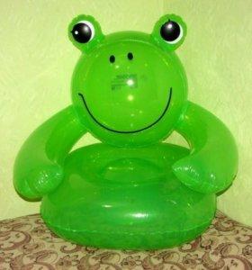 Отдам надувное кресло лягушка и круг