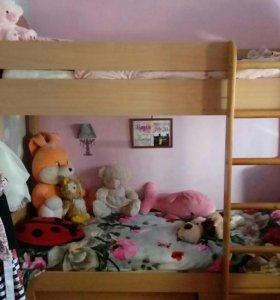 Кровать двухъярусная с матрацами