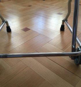 Ходунки на передних колёсах для пожилых и инвалид.