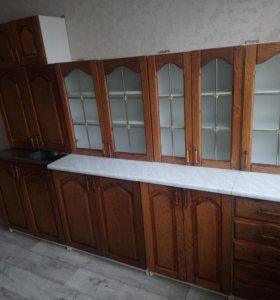 Кухонный гарнитур и стол со стульями