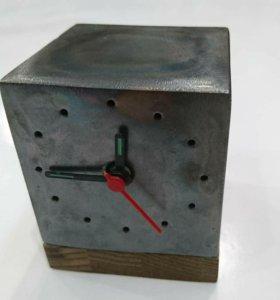 Часы настольныйе из металла и дерево