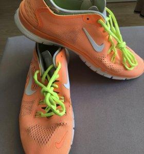 Кроссовки Nike 39