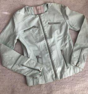 Новая кожаная куртка reserved