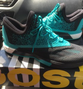 Баскетбольные кроссовки Adidas crazylight