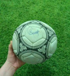 Мяч с автографом Тьерри Анри