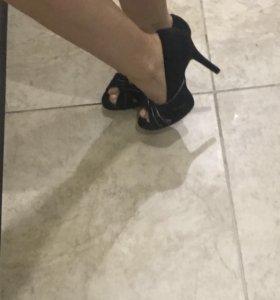 Новые туфли с отрытым носиком за 300 р