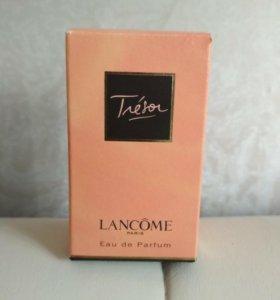 Парфюмированная вода Tresor Lancom