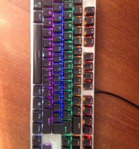 Механическая игровая клавиатура с подсветкой
