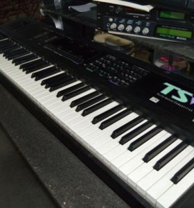 """EnsoniqTS-12""(Performance/Composition Synthesize)"