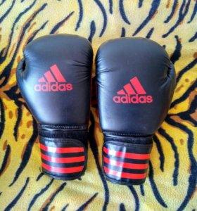 Перчатки боксерские адидас!!