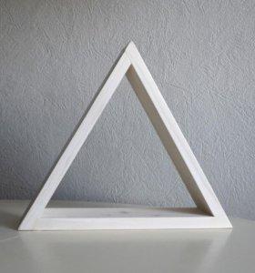Треугольная полка из дерева