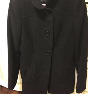 Вещи детские и женское пальто ингалятор