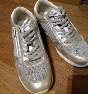 Продам женские кроссовки 41р.