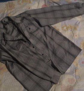 Рубашки на мальчика,размер-М и 16.