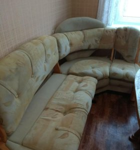 Кухонный уголок ,диван