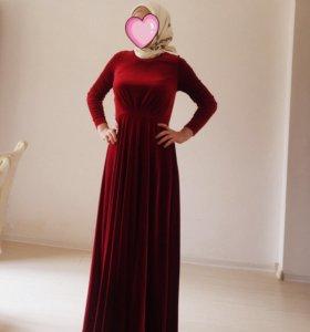 Очень красивое и элегантное платье. Размер S.