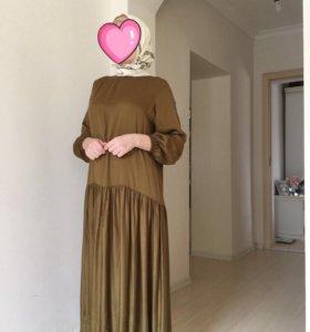 Платье тюльпан с кружевом на подоле. Размер 40