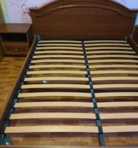 Кровать и две тумбочки