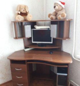 Компьютер с компьютерным столом