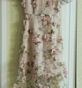 Летнее оригинальное платье с вышивкой