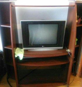 Тумбочка и телевизор