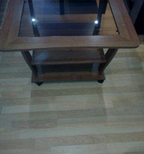 Журнальный стол на колесиках