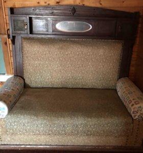 Антикварный диван ручной работы